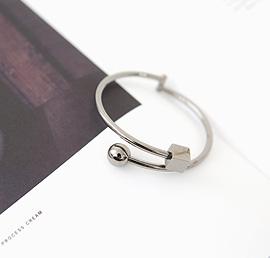 nence, bracelet
