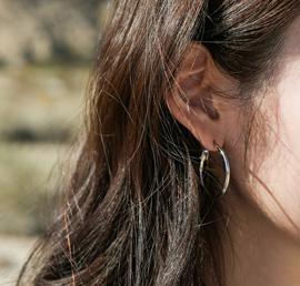 un gant, earring
