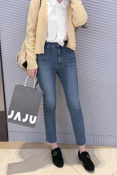 tead on, jeans